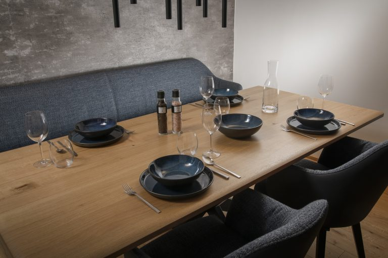 luxury-apartments-r6-tegernsee-apartment-6-dining table-1