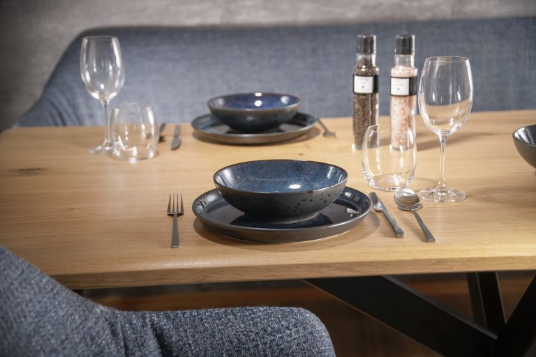 luxury-apartments-r6-tegernsee-apartment-6- dining table