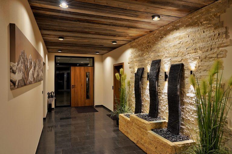 luxury-apartments-r6-tegernsee-ferienwohnung-bad-wiessee-bayern-eingang-innen